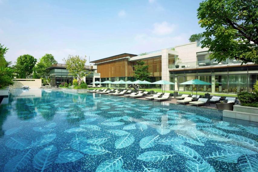 Mosaicos para piscina de lujo piedras naturales for Mansiones con piscina