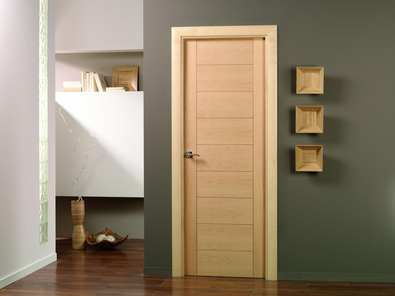 Armarios puertas y vestidores en la exposici n de gibeller - Instalacion de puertas de madera ...