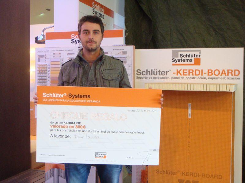 Ganador  del  sorteo  en Gibeller Alicante , presentación de Schlüter Systems.