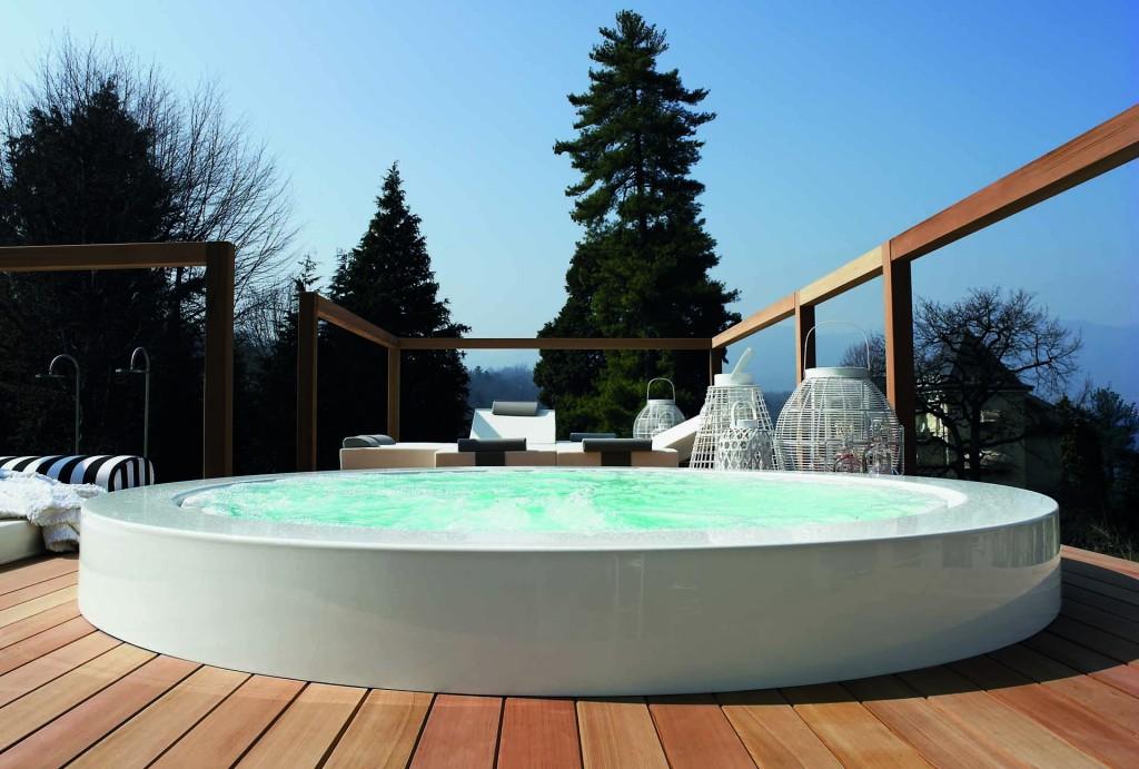 Freestanding-methacrylate-bathtub-MINIPOOL-Bathtub-Kos-by-Zucchetti
