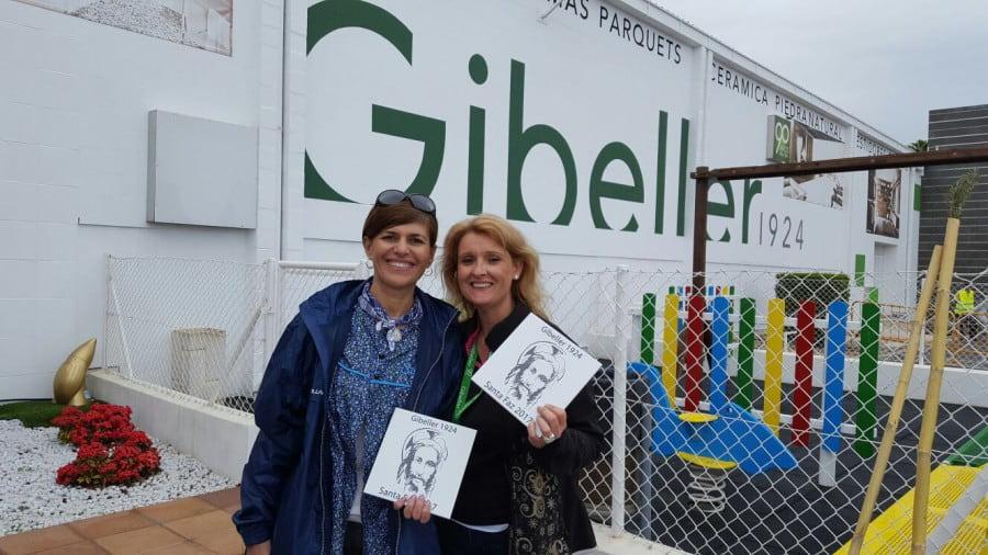 La directora de Marketing, Mayte Torregrosa, junto a la senadora Asunción Sánchez